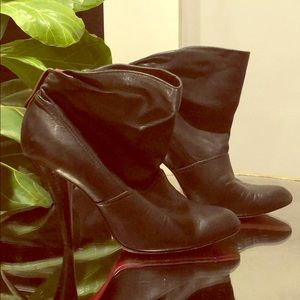 BCBG booties leather black 6.5